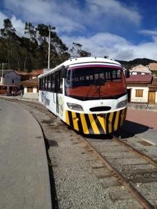 Touristen-Schienen-Bus bei Ingapirca