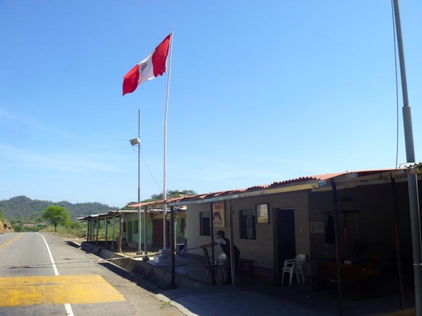 Kontrollposten auf der peruanischen Seite irgendwo hinter der Grenze